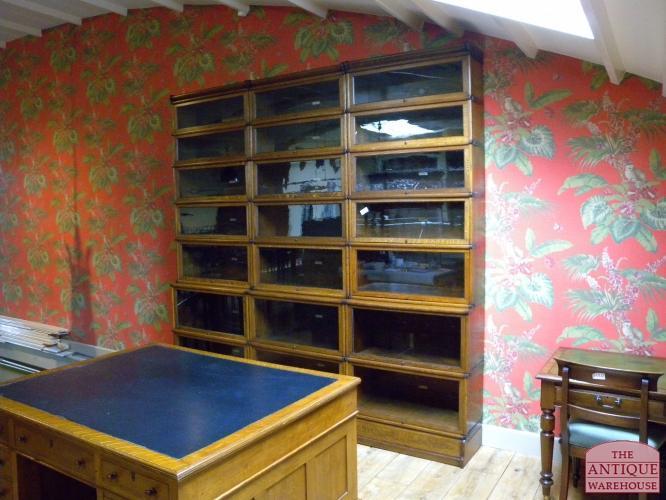 diepe hoge smalle boekenkast