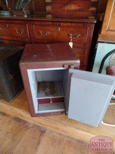 binnenkant van antieke safe