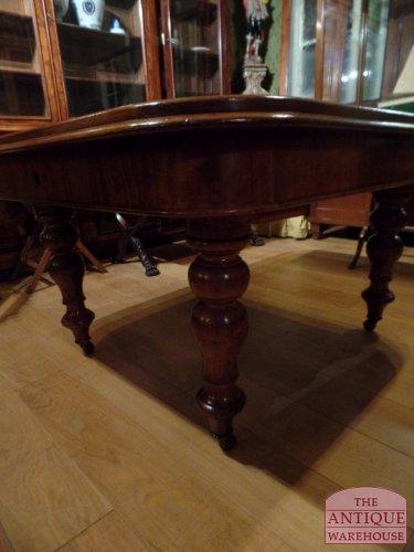 de poot van deze antieke mahonie tafel