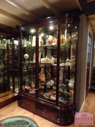 Engelse mahonie vitrinekast