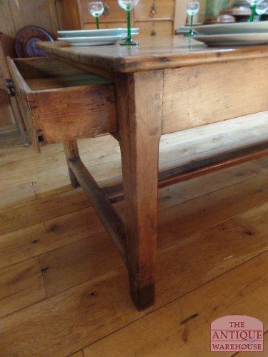kastanje houten Franse tafel