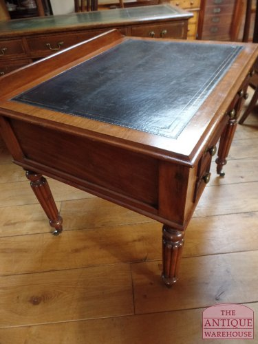 mahonie Engelse writing table