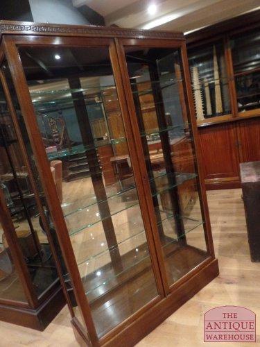 antieke Schotse antieke  vitrinekast