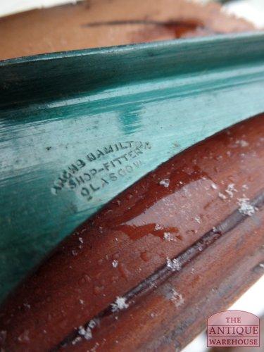Schotse maker van deze vitrinekast