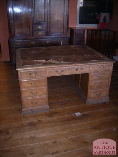 antieke ongerestaureerd bureau